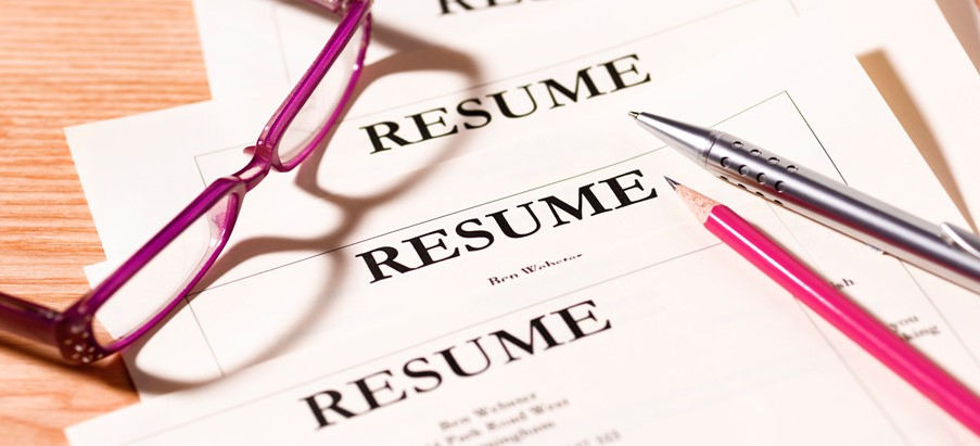 What do recruiters look for in a resume at first glance? - HireTale